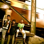 """""""Sobre las vías del tren"""". Dharavi Slum."""